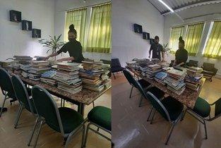 Univille e rádio 89 FM entregam livros ao Dom Bosco