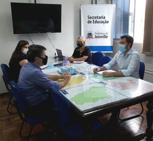 Univille e Secretaria da Educação discutem ampliar ações em parceria